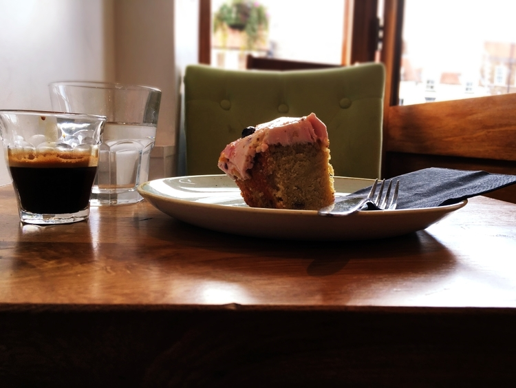 Decaf and blueberry and lemon gluten-free cake